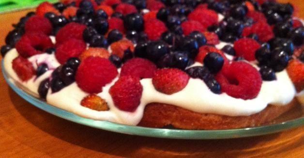 """Пирог с ягодами и творожным кремом """"Летние мотивы"""""""