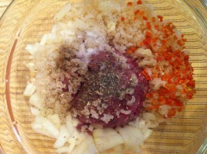 фарш для тушеного перца под овощным рагу