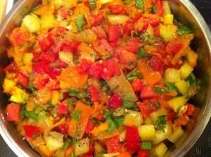 2й этап приготовления тушеного перца под овощным рагу