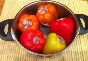 1й этап приготовления тушеного перца под овощным рагу