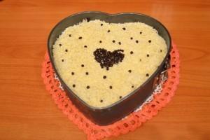 Брусничный пирог - посыпка белым шоколадом
