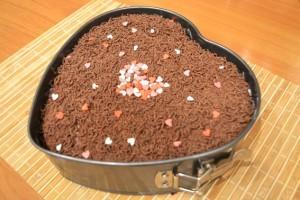 Брусничный пирог - посыпка темным шоколадом