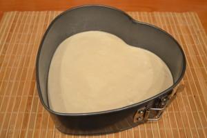 Брусничный пирог - тесто в форме