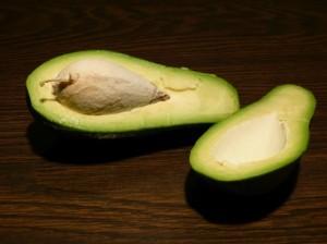авокадо с креветками - разделка