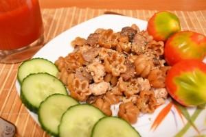 фарш и грибы с полезными макаронами порция