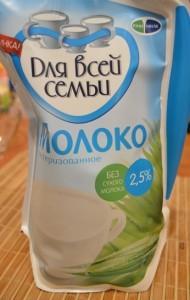 шарлотка с творогом - забытое на фото молоко