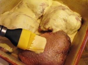 куриные бедрышки - обмазываем