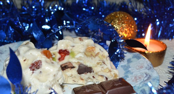 Новогодний десерт — вкусное мороженое