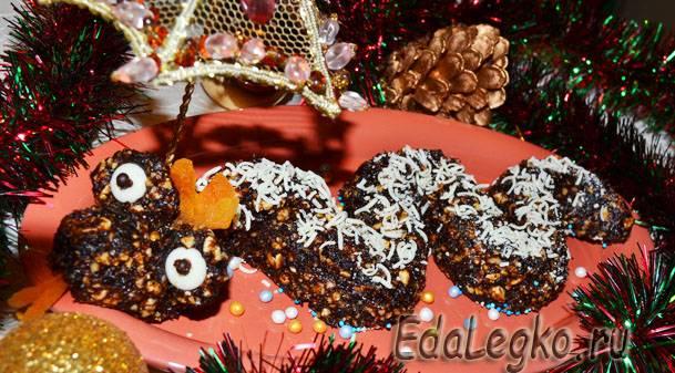 Новогодний стол 2013 – черная змея на десерт