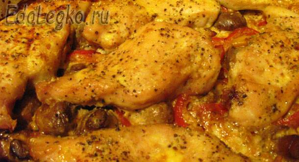 Вкусная куриная грудка, запеченная с перцем и шампиньонами