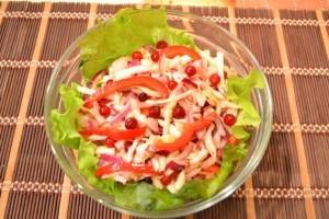 салат из капусты с перцем - готово