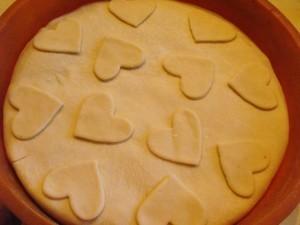Пирог с капустой и яйцом - украшение