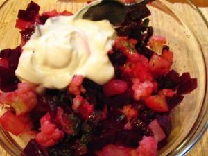 Розовый салат - йогуртовая заправка