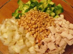 салат с сельдереем и курицей - орешки
