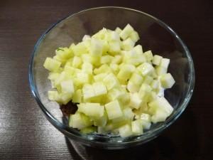 салат с сухариками и сыром - огурцы