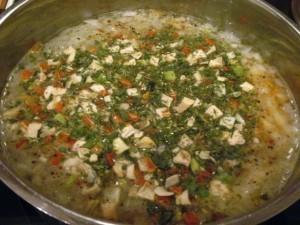 вкусный куриный суп - зелень