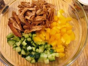 салат с кунжутом - овощи+курица