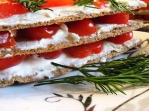 ржаные хлебцы - сэндвичи сбоку