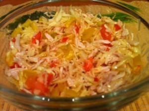 салат с капустой и курицей - готово