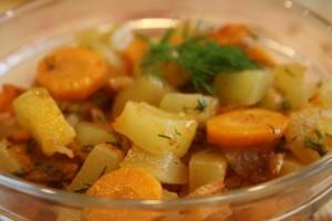 кабачки с помидорами и морковью - готово