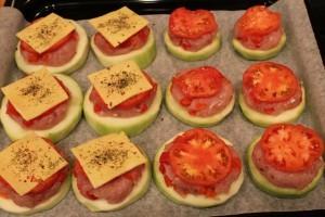 Запеченные фаршированные кабачки - фарш помидоры сыр