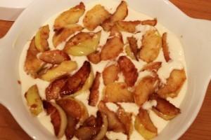 творожная запеканка с яблоками - яблоки в тесте