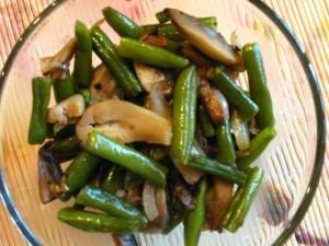 Салат из фасоли с грибами - готово