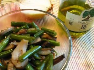 Салат из фасоли с грибами - масло