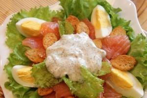 салат цезарь с семгой - 2й слой
