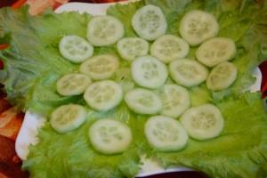 Как приготовить греческий салат - 1й слой