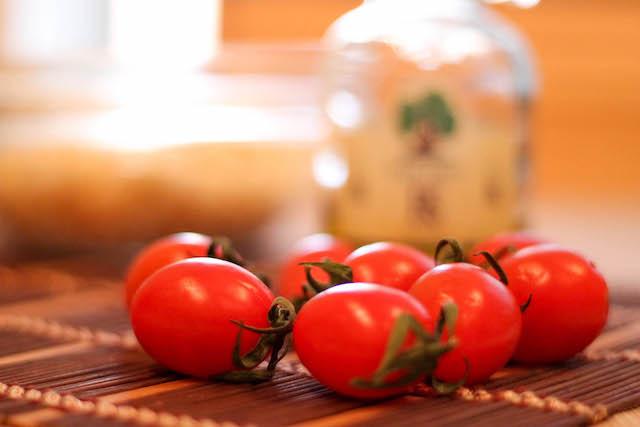 постный салат с фасолью и орзо - масло помидоры