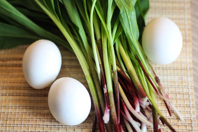 салат из черемши с яйцом - оновные продукты