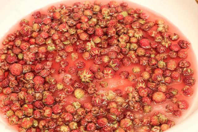 варенье из лесной клубники с плодоножками - сироп