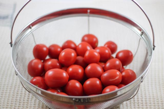 Вяленые помидоры в масле - черри в корзинке