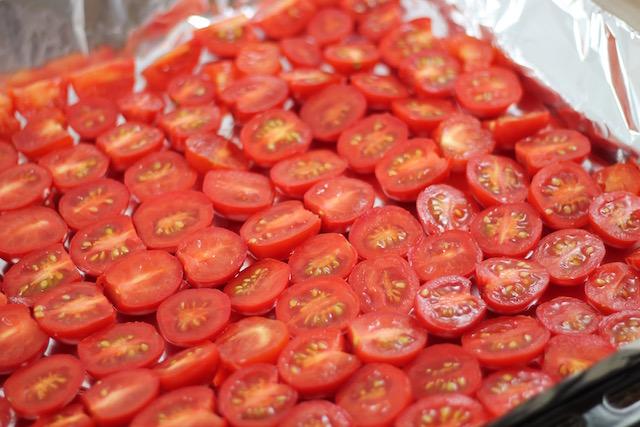Вяленые помидоры в масле - на противне