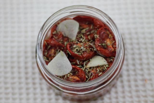 Вяленые помидоры в масле - слой помидоров
