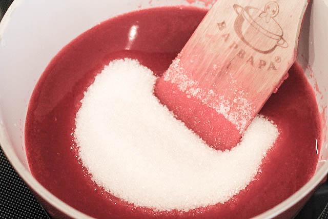 Желе из ягод смородины - сахар