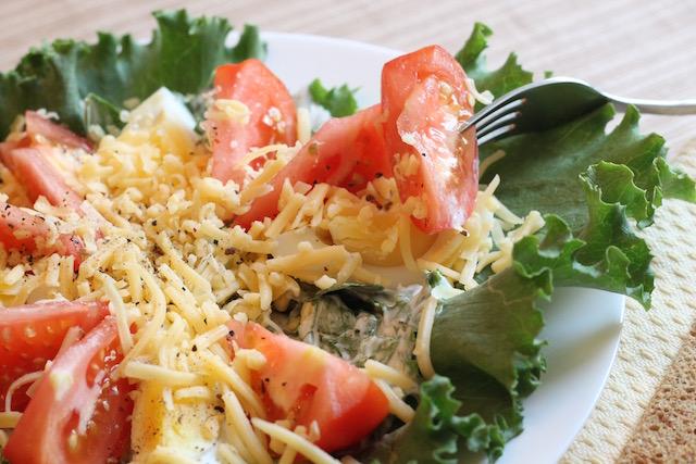 летние закуски с салатом - кусочек