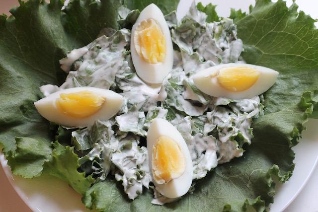 летние закуски с салатом - яйца