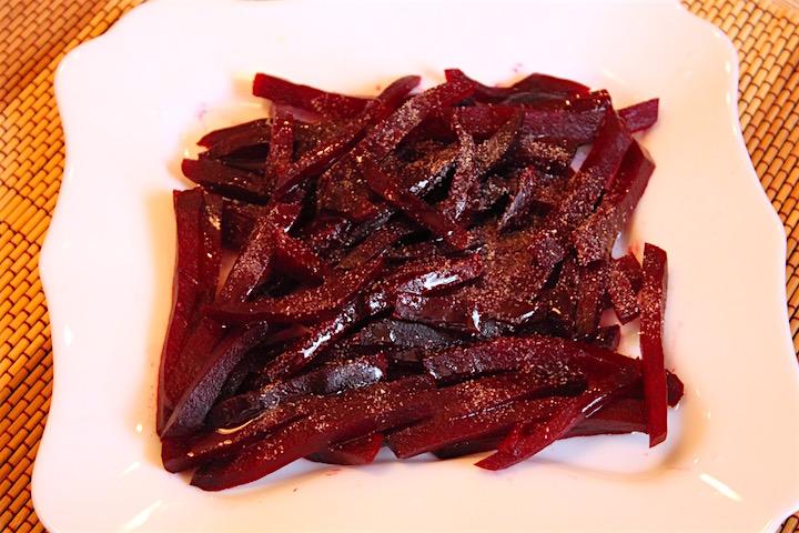 салат из запеченной свеклы - 1й слой