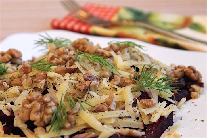 салат из запеченной свеклы - готово