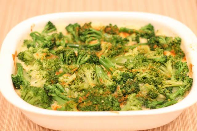 курица с брокколи в сливочном соусе - брокколи