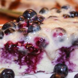 Пирог с голубикой в ванильном креме
