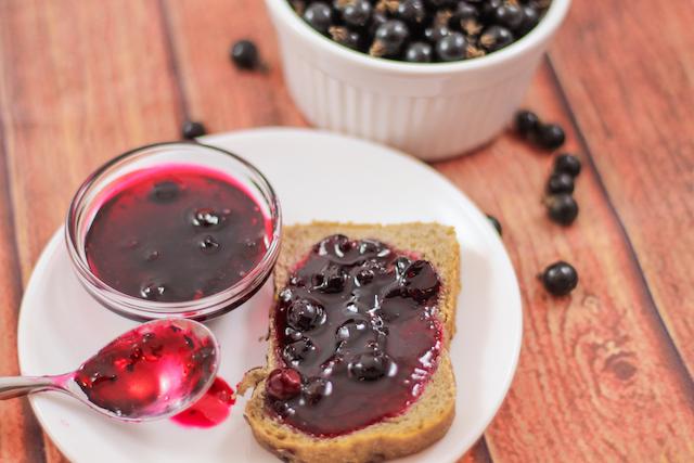 Варенье из ягод черной смородины - готово