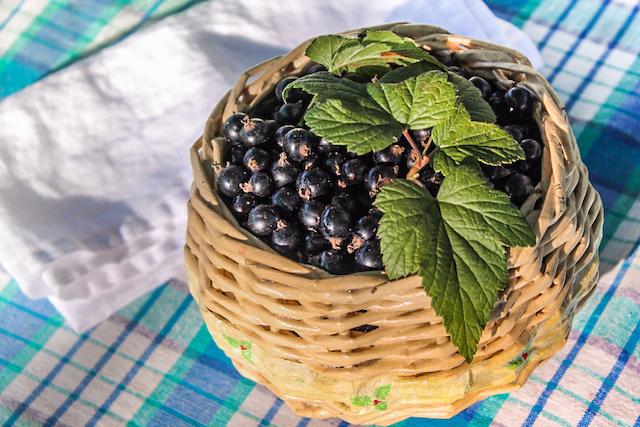 Варенье из ягод черной смородины - лукошко