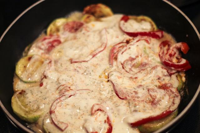 кабачки тушеные со сметаной - соус
