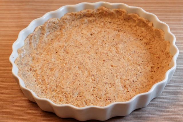 ягодный пирог под кремом Патисьер - тесто в форме