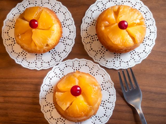 маффины с ананасом - три штуки