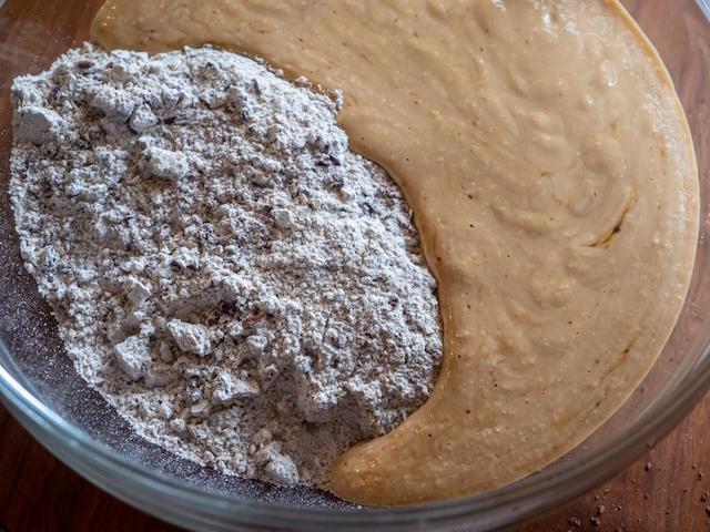 творожные булочки из ржаной муки - смесь сухих и жидких