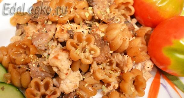 Фарш и грибы — с полезными макаронами